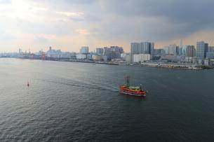 レインボーブリッジからの東京湾の眺めの写真素材 [FYI00280794]