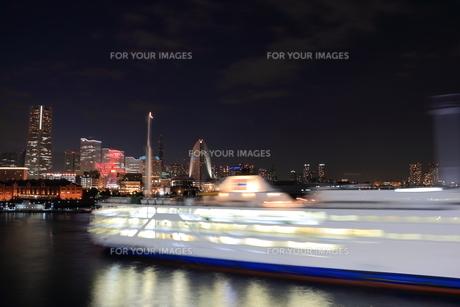 遊覧船の旋回の写真素材 [FYI00280826]