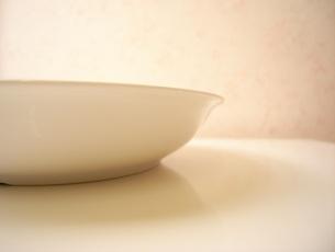 白いお皿の写真素材 [FYI00280866]