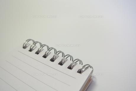 メモ帳のリングの写真素材 [FYI00280870]