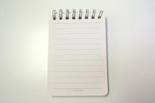 白いメモ帳の写真素材 [FYI00280873]