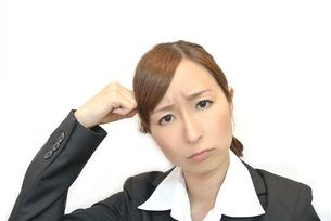 困った顔の女性の写真素材 [FYI00281058]
