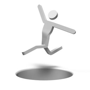 穴を飛び越える人の写真素材 [FYI00281771]