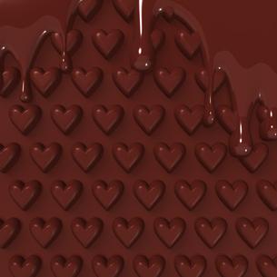 溶けたハートパターンの板チョコ 背景素材用の写真素材 [FYI00281936]