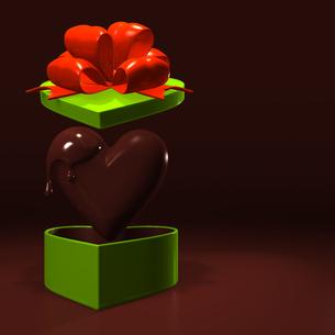 ハート形のチョコレートとプレゼントボックス テキストスペース付の写真素材 [FYI00281957]
