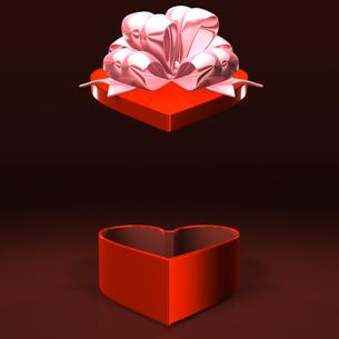 ハート形の赤いプレゼントボックス テキストスペース付の写真素材 [FYI00281963]