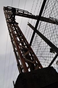 Rusted steel overcross の写真素材 [FYI00282164]