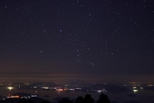 瀬戸内に沈むオリオン座の写真素材 [FYI00282319]
