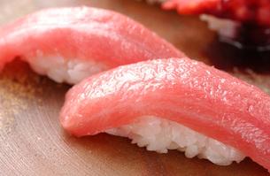 北海道戸井産・まぐろのにぎり寿司の写真素材 [FYI00282459]