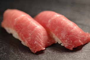 北海道戸井産・まぐろのにぎり寿司の写真素材 [FYI00282470]