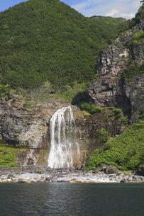 知床の滝の写真素材 [FYI00282522]