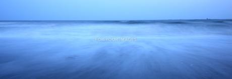 波打ち際の写真素材 [FYI00282585]