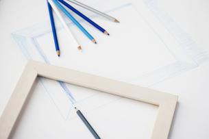 色鉛筆と額縁の写真素材 [FYI00283255]