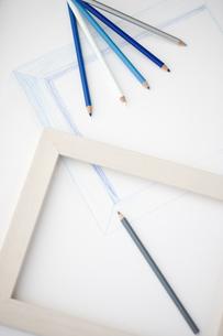 色鉛筆と額縁の写真素材 [FYI00283273]