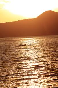 暮れ行く海の写真素材 [FYI00283626]