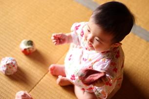 浴衣姿の赤ちゃんの写真素材 [FYI00283687]