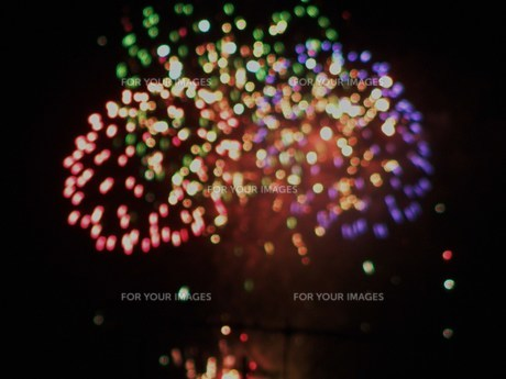 色とりどりの花火の写真素材 [FYI00283690]