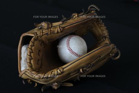 グローブとボールの写真素材 [FYI00283718]