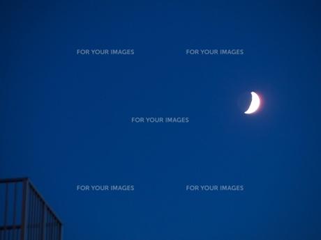 輝く三日月の写真素材 [FYI00284115]