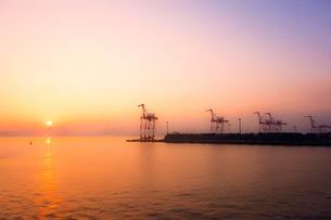 東京湾の夕日の写真素材 [FYI00284252]