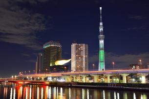 隅田川の夜景の写真素材 [FYI00284312]