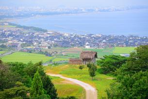 妻木晩田遺跡と弓ヶ浜の写真素材 [FYI00284322]