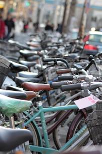 迷惑駐輪の自転車の写真素材 [FYI00284472]
