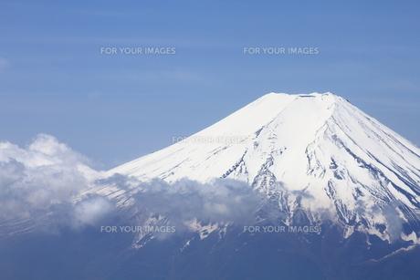 2000mの上空から富士山の空撮の写真素材 [FYI00284474]