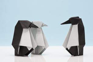 折り紙のペンギンの写真素材 [FYI00285250]