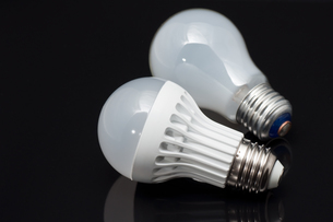 LEDライトと白熱電球の写真素材 [FYI00285272]