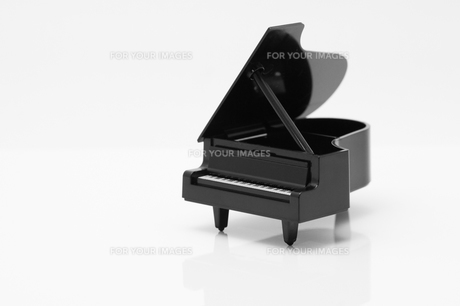 玩具のピアノの写真素材 [FYI00285294]