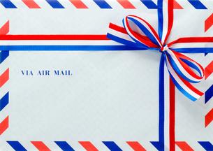 封筒とリボンの素材 [FYI00285351]