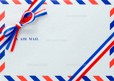 封筒とリボンの写真素材 [FYI00285370]