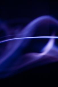 紫の煙の写真素材 [FYI00285761]