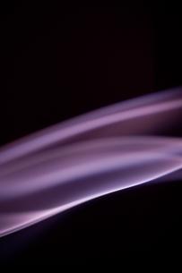 紫の煙の写真素材 [FYI00285762]