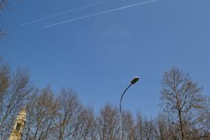 飛行機雲、空の写真素材 [FYI00285883]