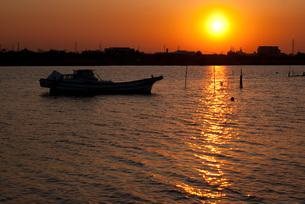江戸川 日が沈む頃の写真素材 [FYI00285916]