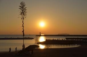 どんど焼き 準備の朝の写真素材 [FYI00285952]