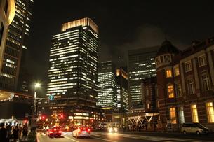 夜の東京駅周辺の写真素材 [FYI00287606]