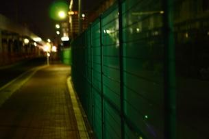 夜のフェンスの写真素材 [FYI00287618]