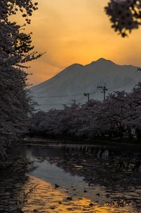 岩木山の夕景の写真素材 [FYI00287641]