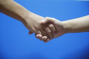 握手の写真素材 [FYI00287857]