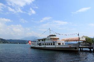 ルツェルン湖と船の写真素材 [FYI00289569]
