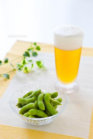 枝豆とビールの写真素材 [FYI00289682]