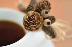 秋から冬のコーヒータイムの写真素材 [FYI00289701]