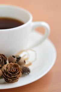 秋から冬のコーヒータイムの写真素材 [FYI00289709]