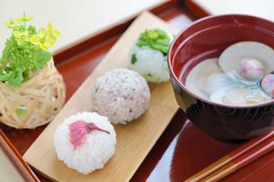 手毬寿司と蛤のお吸い物の写真素材 [FYI00289719]