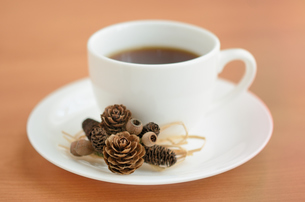 秋から冬のコーヒータイムの写真素材 [FYI00289720]