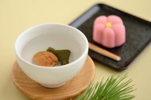 正月の福茶と和菓子の写真素材 [FYI00289841]