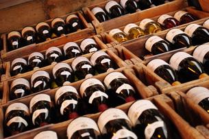 ミュンヘン市場・ワイン売り場の写真素材 [FYI00289921]